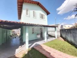 Vendo excelente casa de 06 quartos a 300 metros da praia de Santa Mônica no bairro Perocão