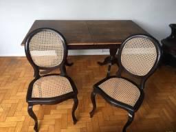 Cadeiras medalhão e mesa Jacarandá