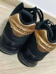 Tênis New Balance 574 Preto e Dourado - 38