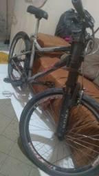 Vendo bicicleta aro 26 top só precisa de uns ajustes nos raios