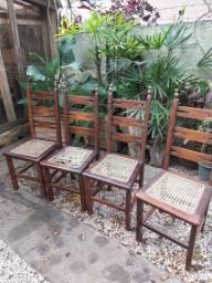 Cadeiras antigas em madeira maciça
