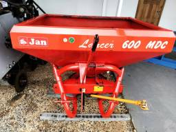 Distribuidor de Fertilizantes / Calcário JAN