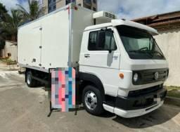 Caminhão baú refrigerador