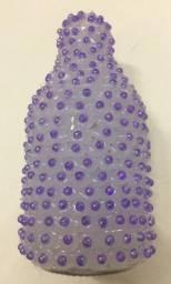Garrafa decorada artesanalmente, com miçangas, 14cm de altura