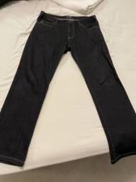 Calça jeans armani masculina importada, veste 42 brasileiro.