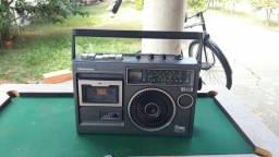 Rádios e vitrolas antigos