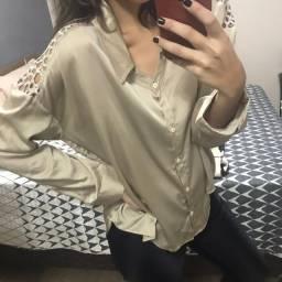 Camisa Regina Salomão Dourada 44 - Detalhe nas Costas