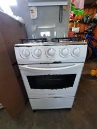 fogão e geladeira funcionando