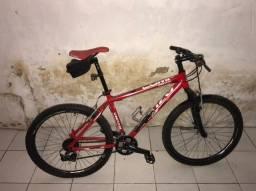 Vendo bike aro 26 completa e bem conservada