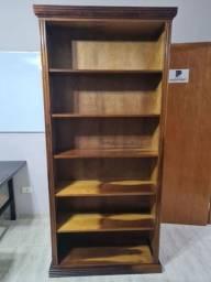Estante para guardar livros, totalmente aberta.