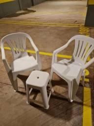 Jogo de cadeira + banqueta