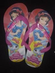 Sandálias infantis personagens