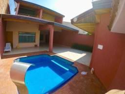 Casa de 411,88 m2, com piscina. Preço de ocasião