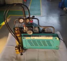 Compressor de alta pressão para compressão de ar e respiração