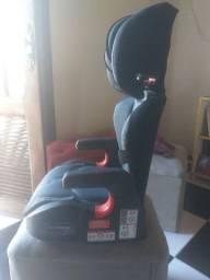 Cadeira e ao mesmo tempo  acento de elevação