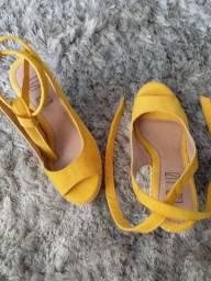 Sandália amarela n° 34