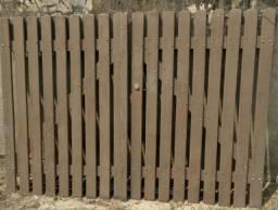 Vende-se portão de madeira marrom tabaco
