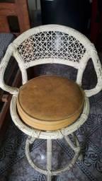 Cadeira giratória de fibra sintética