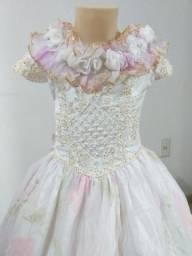 Vende-se Vestido de Daminha Floral Lilás e Rosa. Usado 4x