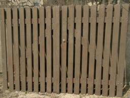 Vende-se portão de madeira usado