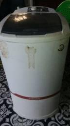 Máquina de lavar tanquinho funcionando em perfeito estado