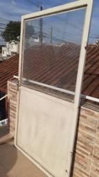 Portas de Aço e Vidro conjugadas articuladas.(02 usadas)
