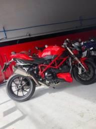 Ducati streetfighter 848 ( a Ferrari das motos )