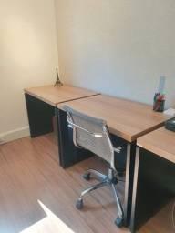 Mesa de escritório nova