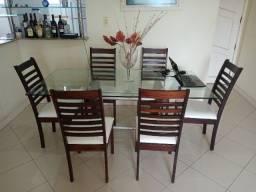 Conjunto mesa, cadeiras e aparador
