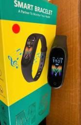 Smartband m5  munitoramento calorias pressão e batimentos ?