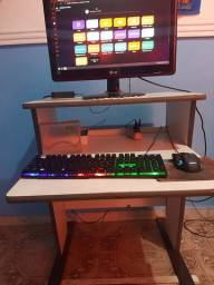 Mesa de computador branca