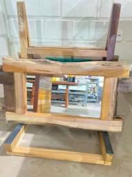 Espelhos diversos com moldura de madeira rústica envernizada