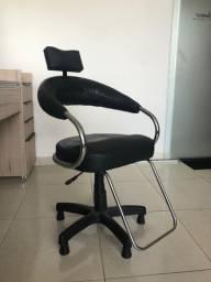 Cadeira giratória para salão preta