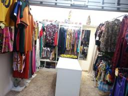Linda loja montada com mercadorias pronta pra trabalhar.