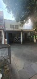 Casa à venda com 3 dormitórios em Petrópolis, Porto alegre cod:LI50879936