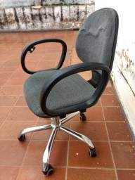 Cadeira Escritório com Rodinha / Apoio de Braço / Anápolis