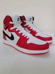 Tênis Nike Air Jordan One