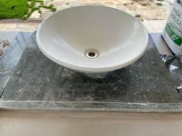 Bancada de banheiro com cuba DECA