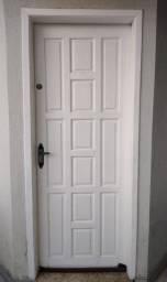 Portas externa em madeira usada
