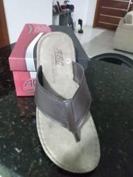 Sandália em couro nova