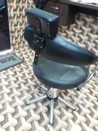 Vendo essa cadeira de cabeleireiro Simi nova hidráulica