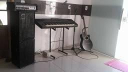 Teclado, Caixa Acústica e Violão