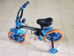 Bicicleta infantil aro 12 da Hot Wheels - Caloi