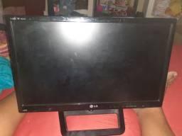 Monitor tv pra retirada de peças placa tudo bom menos a tela esta estragada