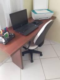 Mesa/ escrivaninha toda em MDF