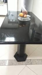Linda mesa em granito