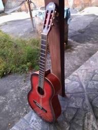 Vendo um violão otimo pra sair rapido !