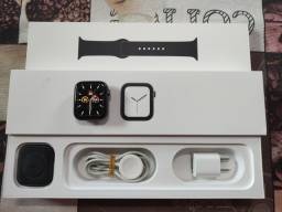 Apple Watch Série 4 44mm Preto na caixa