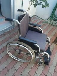 Cadeira ottobock semi nova.