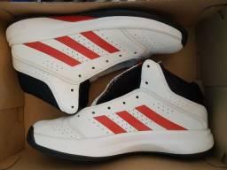 Tênis semi novo Adidas Isolation 2 N° 39